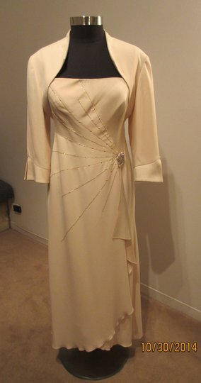 Daymor Couture Champagne 2006 Traditional Bridesmaid/Mob Dress Size Petite 12 (L)
