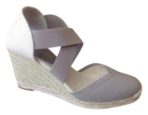Adrienne Vittadini Wedge Neutral Color Stretch Fabric Like New Taupe Sandals