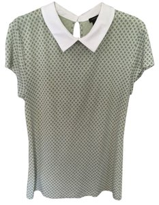 Ann Taylor Top light knit sage green w/ lil white flower motif, an adorable cap sleeve & white collar