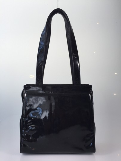 Chanel Patent Leather Shoulder Tote in Black
