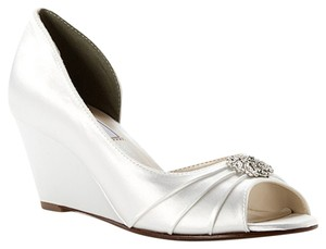 Touch Ups Wedding Formal white Wedges