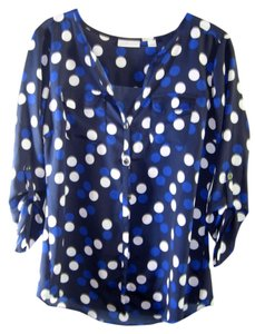 New York & Company & 3/4 Sleves 100% Polly Fitted Body Size S Button Down Shirt Black with blue and white dots