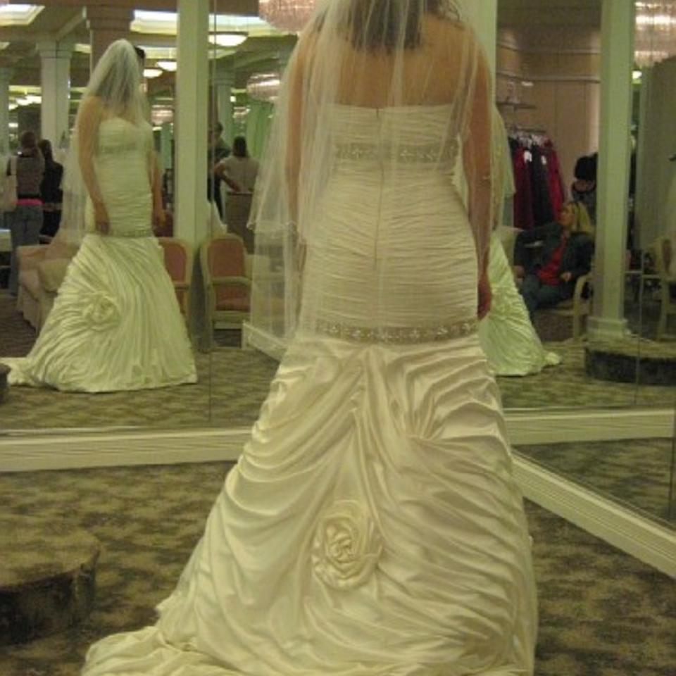 Stephen yearick modern wedding dress size 8 m tradesy for Wedding dress cleaned and boxed