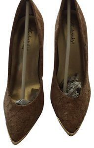 Frederick's of Hollywood Metal New Cork Pumps