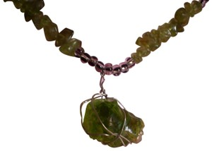 Unknown Emerald green lucite necklace
