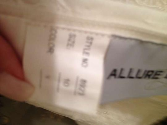 Allure Bridals Ivory Organza and Lace 8923 Vintage Wedding Dress Size 8 (M)