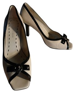 Anne Klein Cream and black Pumps