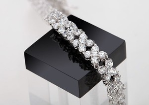 CasaDiBling Stunning 18k White Gold Plated 4 Leaf Clover Cubic Zirconia Diamond Tennis Bracelet