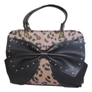Betsey Johnson Studded Black Bow Cross Body Satchel in cheetah