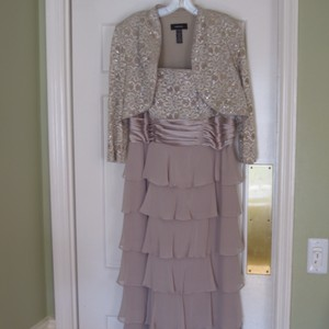 R & M Richards Champagne Chiffon and Lace Formal Bridesmaid/Mob Dress Size 12 (L)