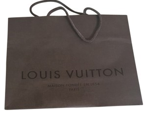 Louis Vuitton gift bag and card
