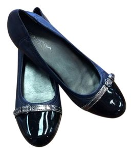 Via Spiga Monogram Black Toe Uppers NAVY LEATHER W/BLK PATENT TOE, BRONZE BELT & BUCKLE ACCENT. Flats
