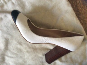 Banana Republic Black and white Pumps