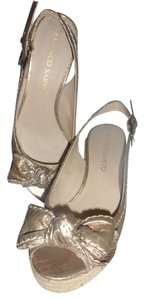 Franco Sarto Bow Metallic creme Wedges
