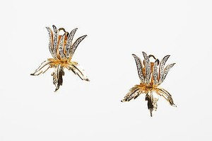 Vintage Boucher Gold Tone Rhinestone Crystal Flower Leaf Clip On Earrings