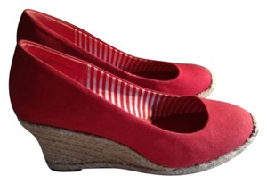 Merona Red and tan Wedges