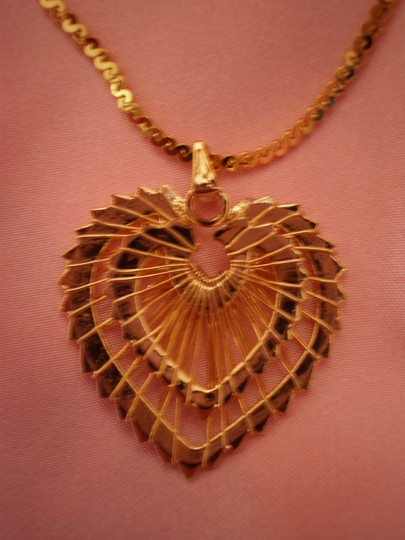 Preload https://item5.tradesy.com/images/gold-like-new-heart-necklace-144679-0-0.jpg?width=440&height=440