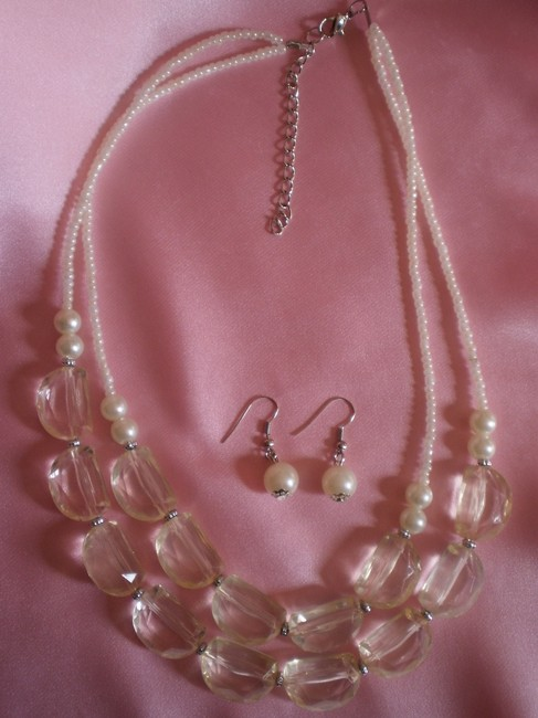 New Lucite W/Earrings Necklace New Lucite W/Earrings Necklace Image 1