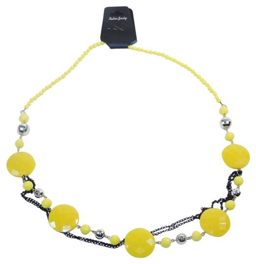 Preload https://img-static.tradesy.com/item/14474242/yellow-fashion-with-beads-and-chains-necklace-0-1-540-540.jpg