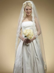 Mariell Floor Length Bridal Mantilla Veil With Lace 3325v-i