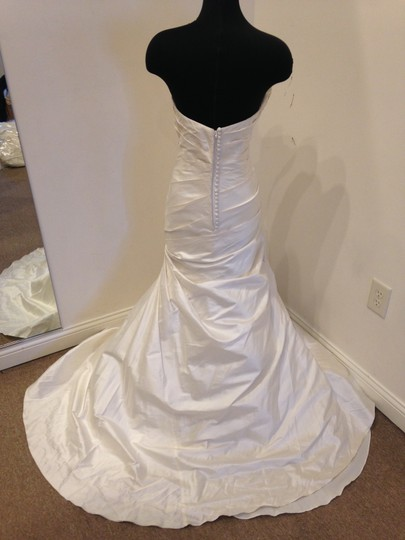 Martina Liana Silk Dupioni 424 Modern Wedding Dress Size 12 (L) Image 3