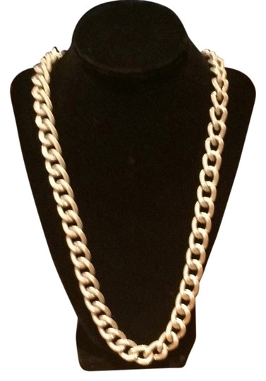 Preload https://img-static.tradesy.com/item/14478937/silver-uniq-color-with-vintage-details-necklace-0-5-540-540.jpg