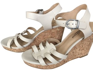 Lucky Brand nude Wedges