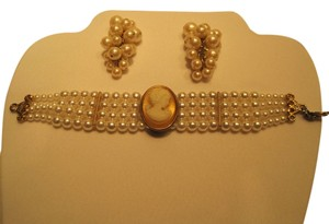 Other Cameo Pearl Suite; Bracelet & Pierced Earrings - [ Roxanne Anjou Closet ]