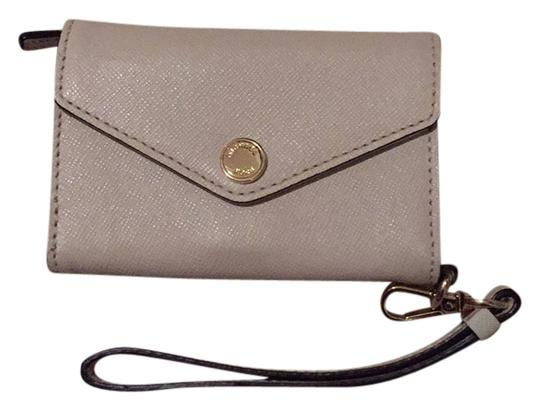 Preload https://img-static.tradesy.com/item/14494504/michael-michael-kors-cream-wristlet-0-1-540-540.jpg
