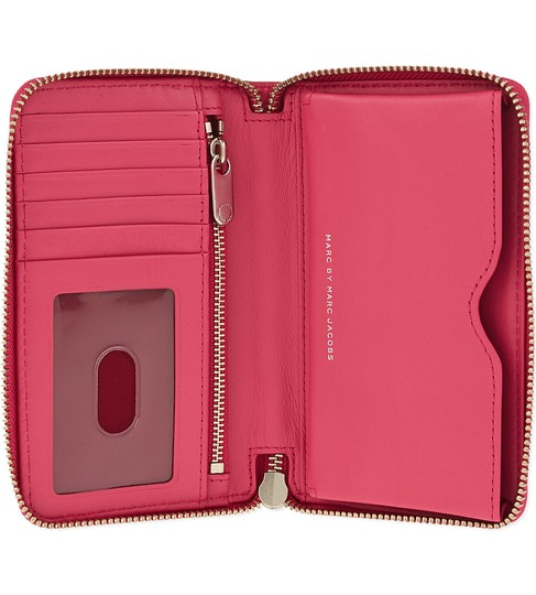 Marc by Marc Jacobs Wingman Leather Zip-around Wristlet in Bright Rosa