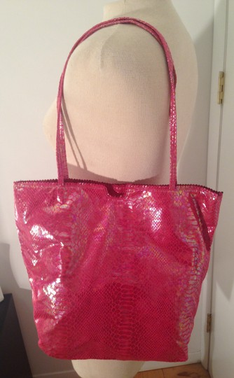 Fatto a mano by Carlos Falchi Pink Cosmetic Case Floral Lining Tote in Pink irredescent