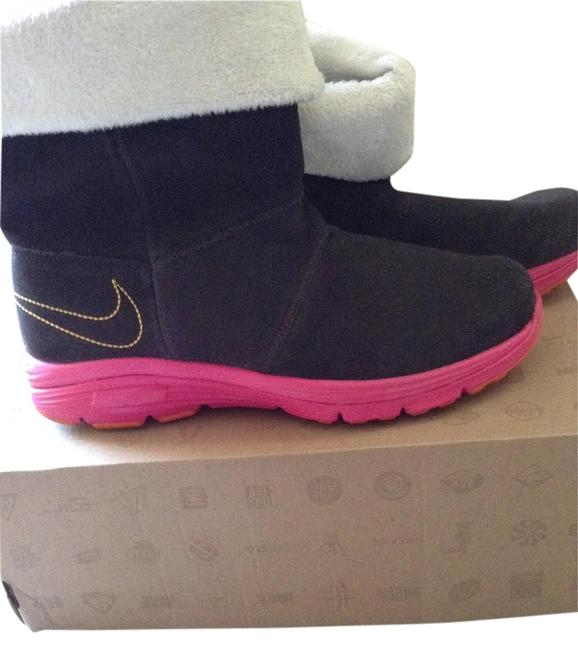 Item - Brown with Pink Boots/Booties Size US 6