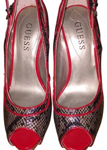 Guess By Marciano Snake print/red Pumps