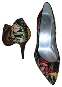 Guess By Marciano Leather Trim floral with black background Pumps
