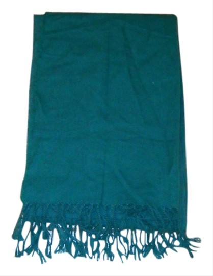 Preload https://item1.tradesy.com/images/h-and-m-green-scarfwrap-scarfwrap-1452535-0-0.jpg?width=440&height=440