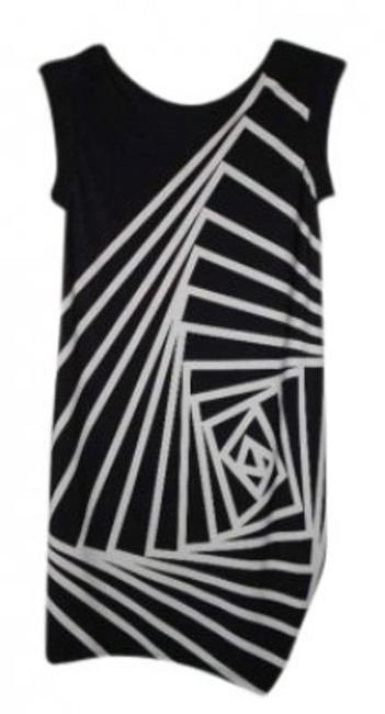 Preload https://item2.tradesy.com/images/bcbgmaxazria-black-and-white-above-knee-night-out-dress-size-00-xxs-145286-0-0.jpg?width=400&height=650