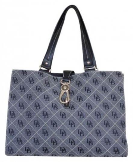 Preload https://item4.tradesy.com/images/dooney-and-bourke-quilt-signature-leather-trimmed-large-logo-lock-totestyle-a84756-gray-tote-145373-0-0.jpg?width=440&height=440