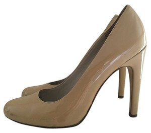 Michael Kors Patent Leather Pump Classic Beige Pumps