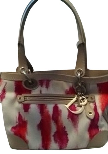 Preload https://item3.tradesy.com/images/dior-tropez-petit-leopard-white-multi-canvas-with-leather-trim-tote-145452-0-0.jpg?width=440&height=440