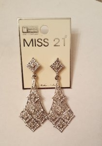 Bridal Vintage Style Dangle Earrings Austrian Crystals