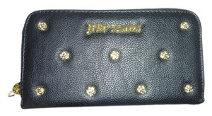 Betsey Johnson Smell the Roses zip around black wallet /