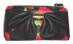 Betsey Johnson BLACK FLORAL ZIP AROUND /LARGE BOW WALLET /