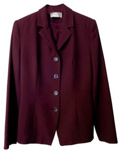 Casual Corner CASUAL CORNER * BURGUNDY SKIRT SUIT * FITTED * SINGLE BREASED * FULLY LINED * MADE IN KOREA * VERY GOOD CONDITION * SIZE 6