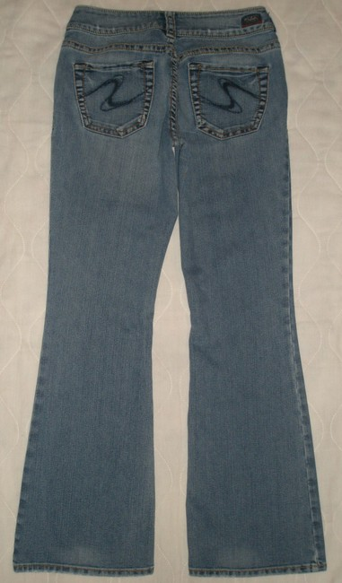 Silver Jeans Co. Very Good Condition * 5 Pocket Style * Zip Fly * Distressing-marking & Whiskering Detail * Leg Opening * Signature * Boot Cut Jeans-Medium Wash
