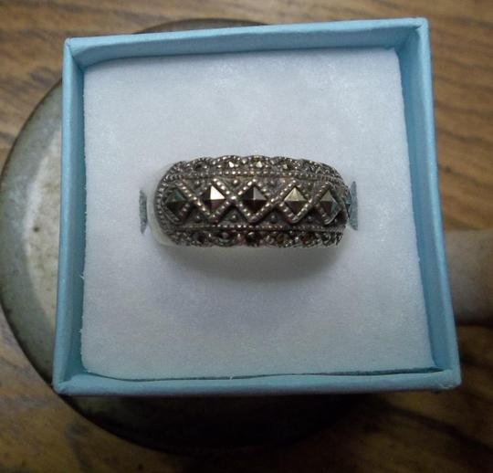 Unknown VINTAGE Sterling Silver Marcasite Ring. Size 6
