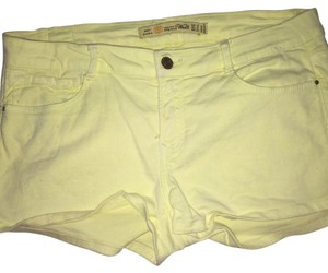 Zara Mini/Short Shorts Yellow