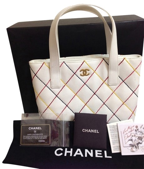 Preload https://item2.tradesy.com/images/chanel-white-leather-tote-1458016-0-0.jpg?width=440&height=440