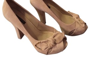 Louis Vuitton Nude/Beige/Tan Pumps