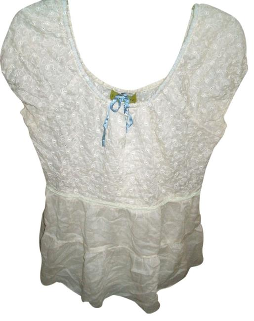 Preload https://item2.tradesy.com/images/cream-large-blouse-size-14-l-1458071-0-0.jpg?width=400&height=650