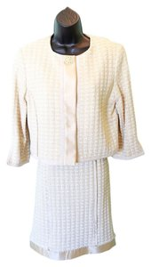 Sarah Campbell Gold & white 2pc Suit